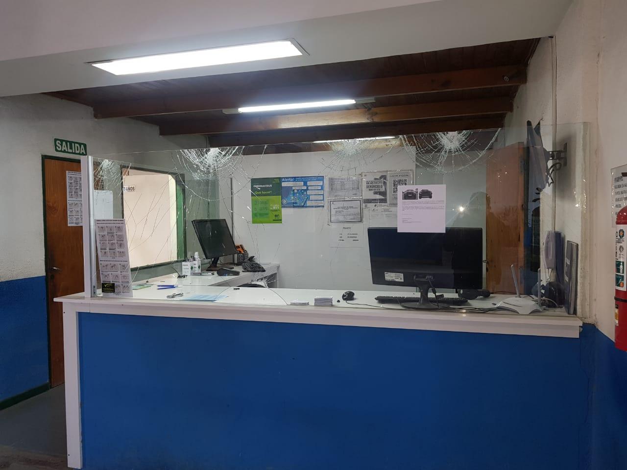 Formulan cargos a un hombre por daños ocasionados a la oficina de la RTO